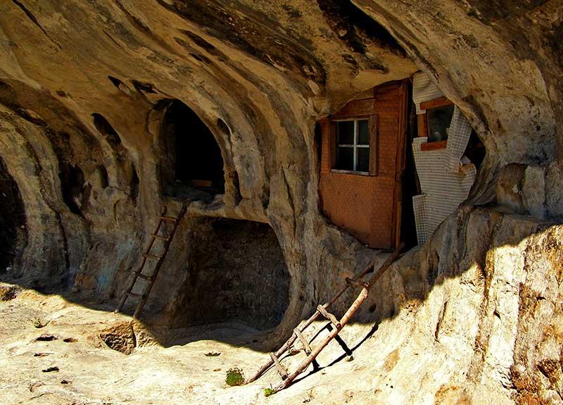 Пещерный монастырь Челтер-Коба.