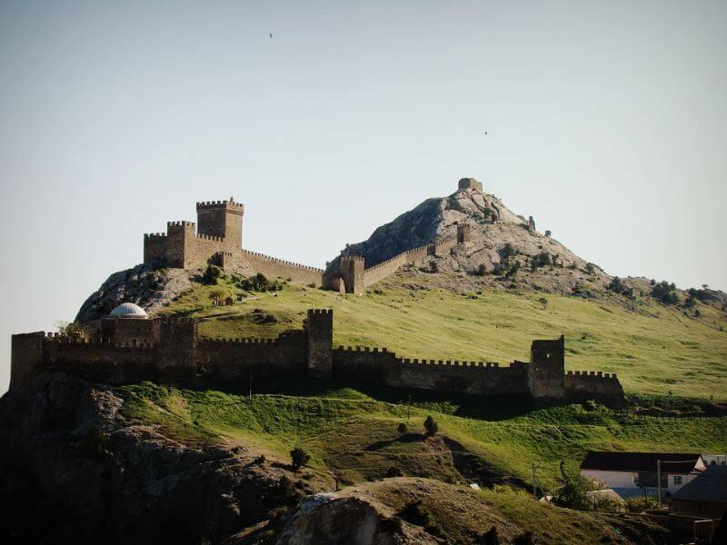 Вид Генуэзской крепости в Судаке