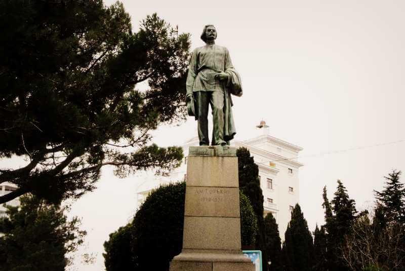 Памятник А.М. Горькому в Ялте