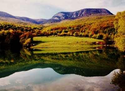 Озеро возле горы Бойко
