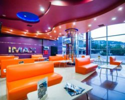 Вестибюль кинотеатра  Сатурн-IMAX