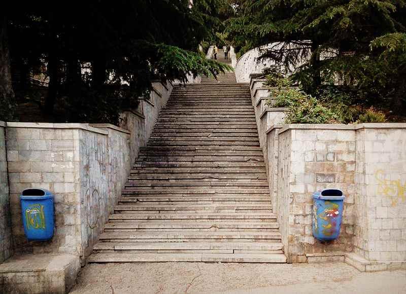 Парадный вход на Поликуровский мемориал