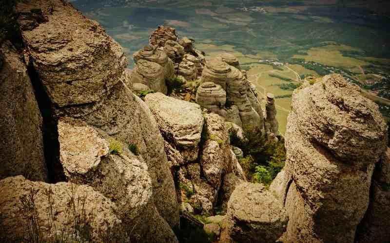 Долина приведений - каменные изваяния