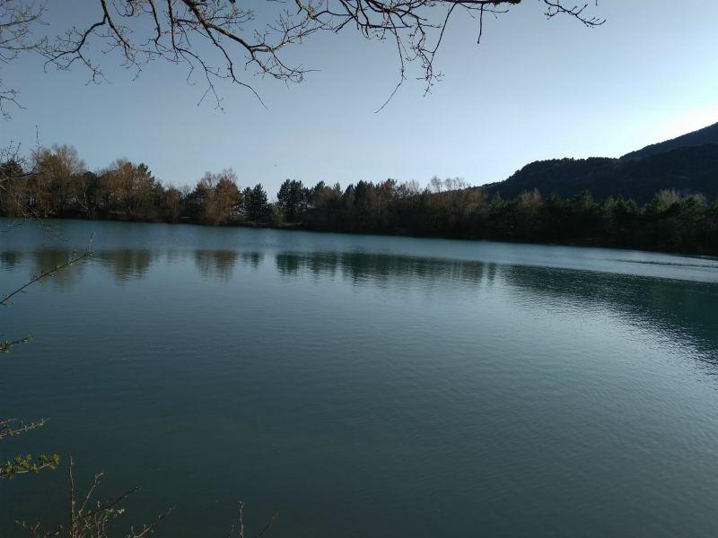 Бирюзовое озеро в своей красоте