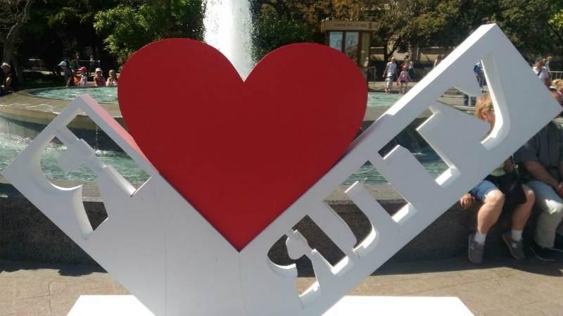Надпись: «Я люблю Ялту»