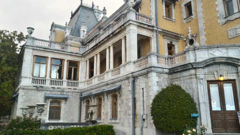 Боковой вид дворца