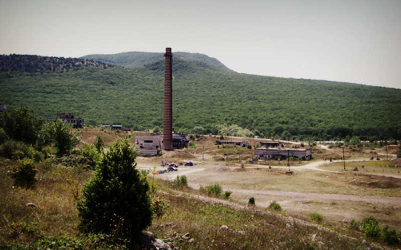 Заброшенный завод на трассе Ялта-Севастополь