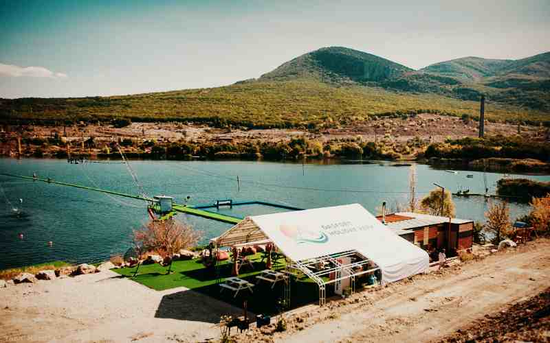 Вейк-парк на озере возле горы Гасфорта