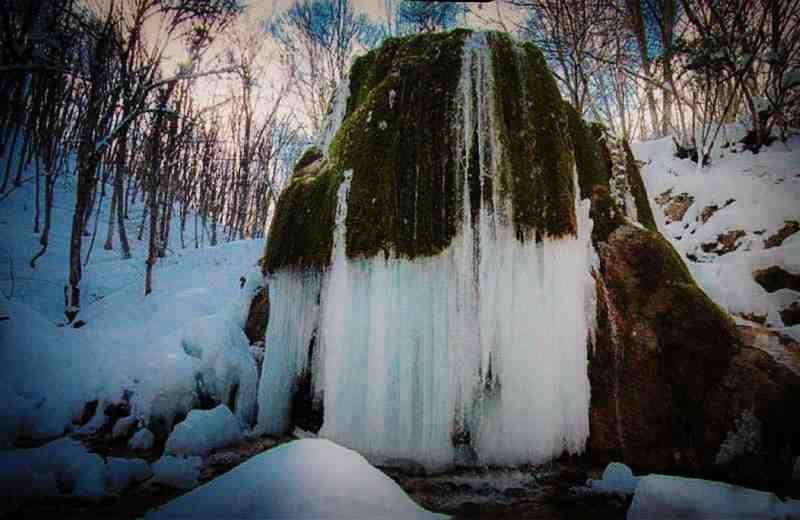 """Водопад """"Серебрянные струи"""" зимой"""