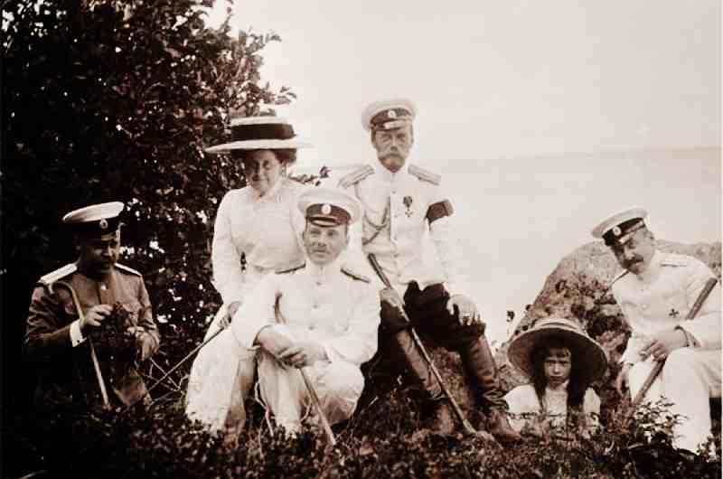 Семья Романовых на отдыхе