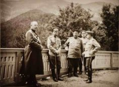 Император Николай II с офицерами