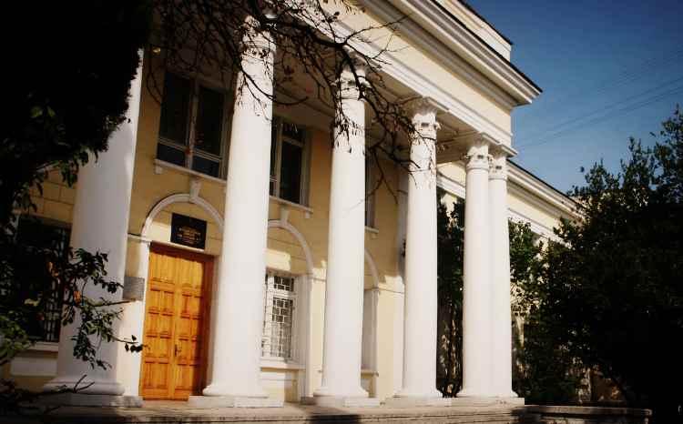 Школа №7 в Ялте по ул. Кирова