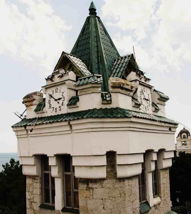 Башняс часами Врангеля в Ялте