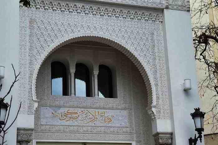 Купальни Роффе - Арабская вязь на стенах