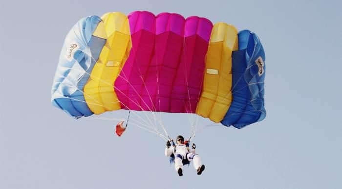 """Прыжки с парашютом типа """"Крыло"""" в Коктебеле"""
