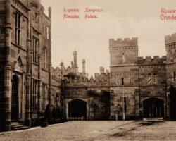 Старый вид дворца в Алупке