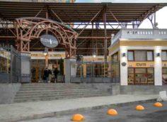 Вход в вещевой рынок Ялты